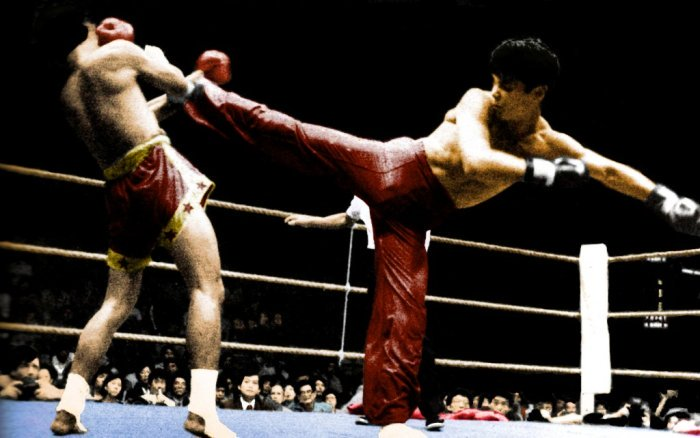 The Dragon scores a knockdown with this side kick against Rajadamnern and European champion Fanta Petchmuangtrat in their 1984 WKA muaythai bout in British Hong Kong, China.