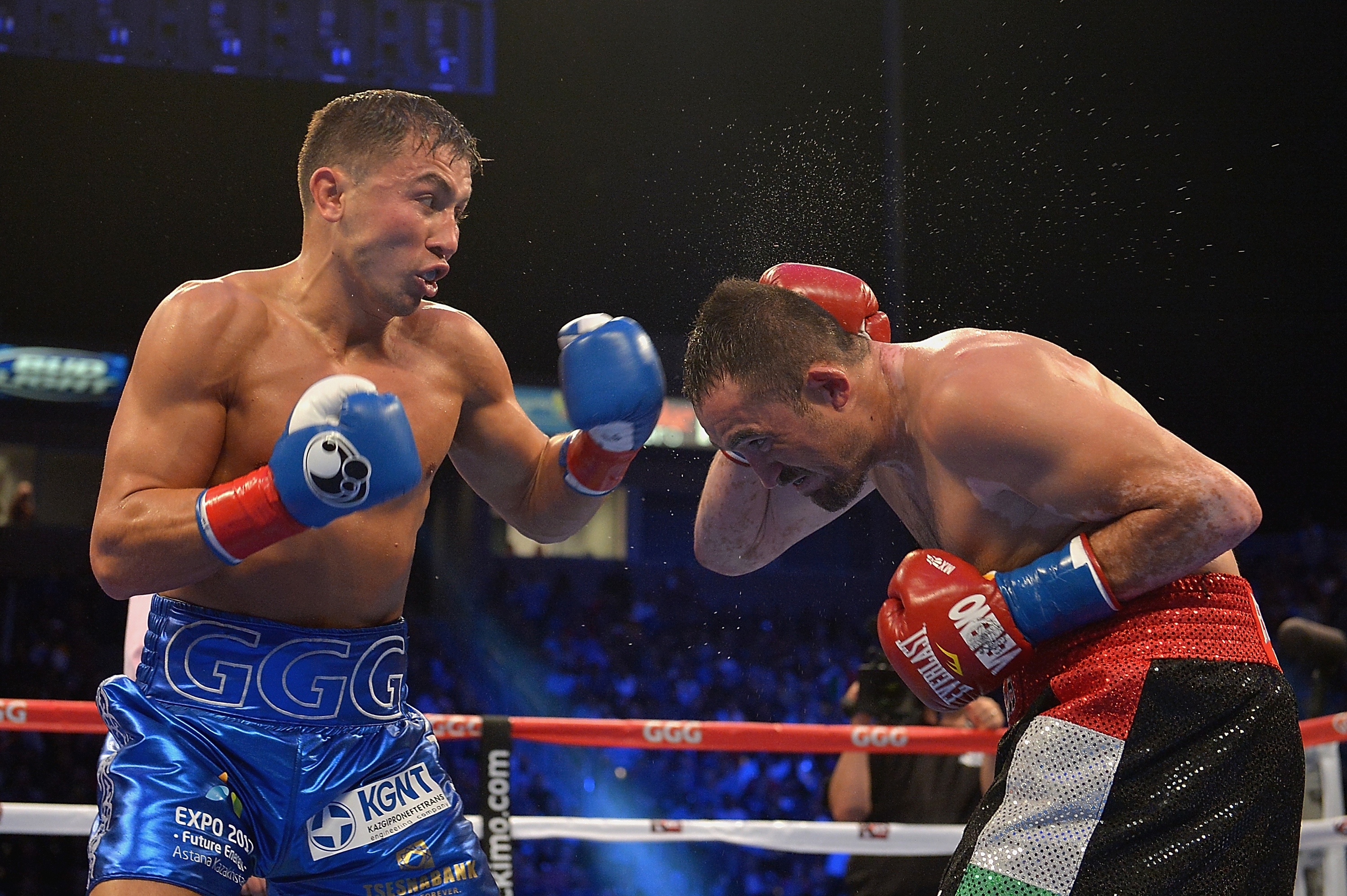 (Gennady Gennadyevich Golovkin of Kazakhstan throws a punch against Marco Antonio Rubio of Mexico in the second round the WBC Interim Middleweight Title bout at StubHub Center on October 18, 2014 in Los Angeles, California, photo: Jonathan Moore/Getty Images)